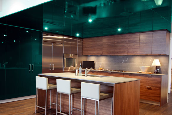 A_kitchen_by_Design_Development_using_Pantone_s_2013_Color_of_the_Year_Emerald_Photo_courtesy_Pantone_