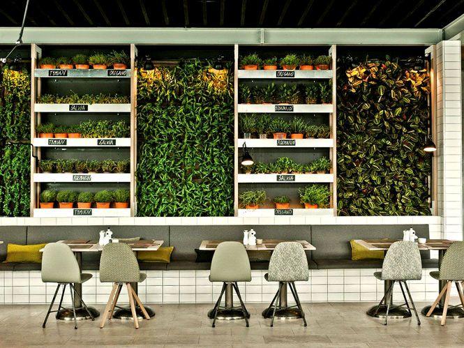 6 inspiring ideas for vertical gardens in Restaurant Bar