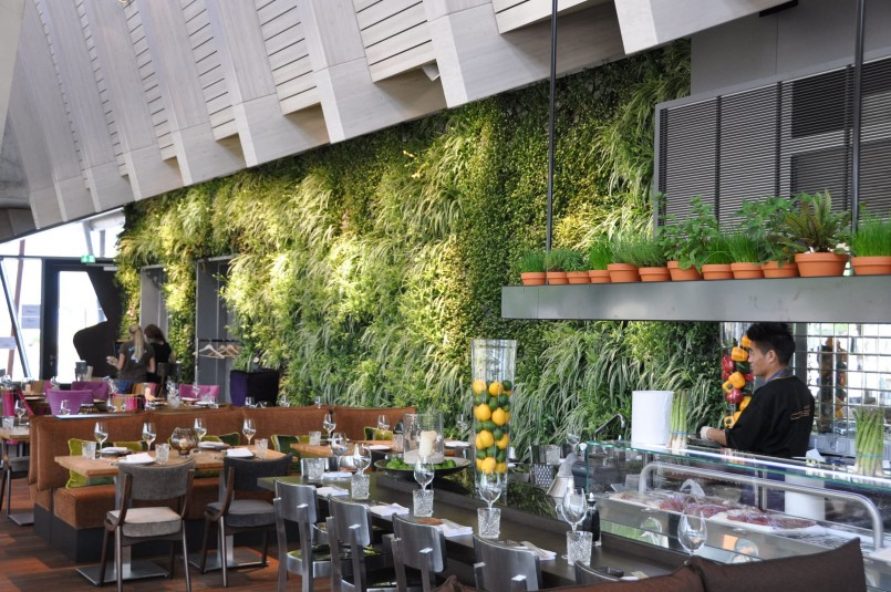 6 inspiring ideas for vertical gardens in Restaurant Bar Design